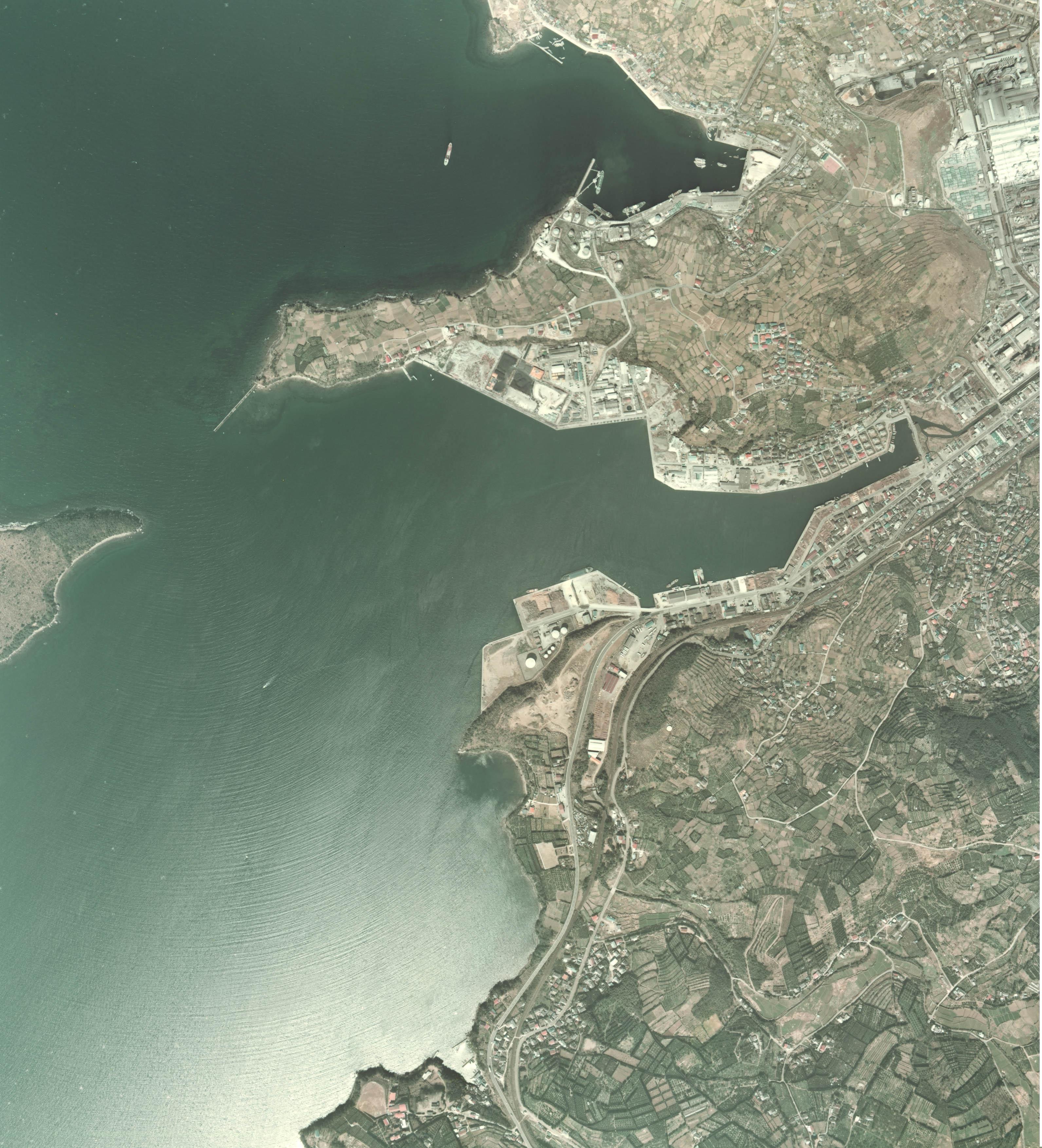 Minamata Bay 1974.jpg