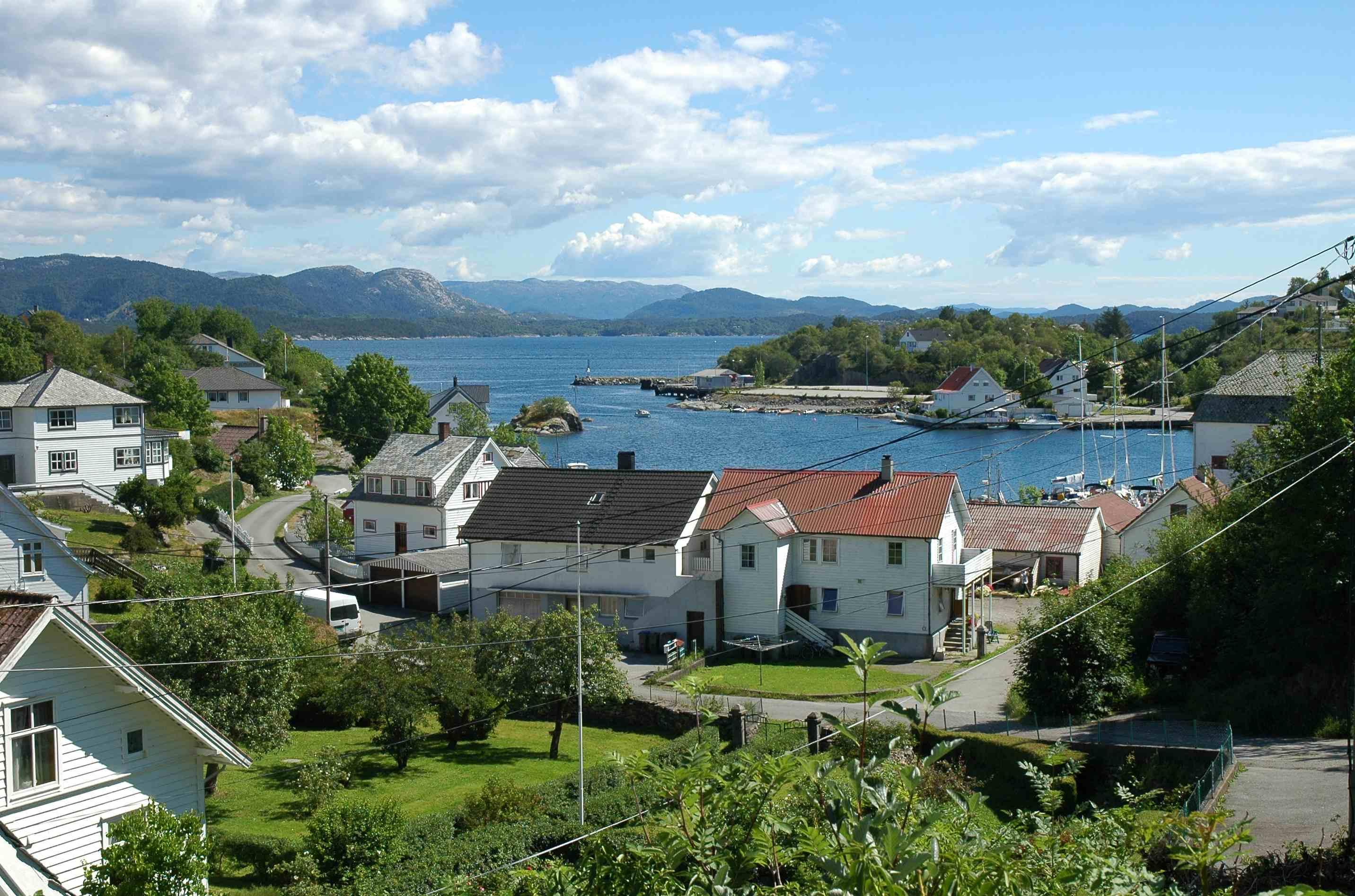 Fil:Mosterhamn - utsikt fra Amfiet.jpg