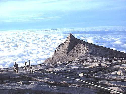 File:Mount kinabalu lookingdown.jpg
