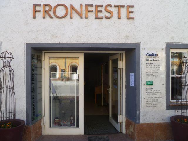 File:Neumarkt-Fronfeste.jpg