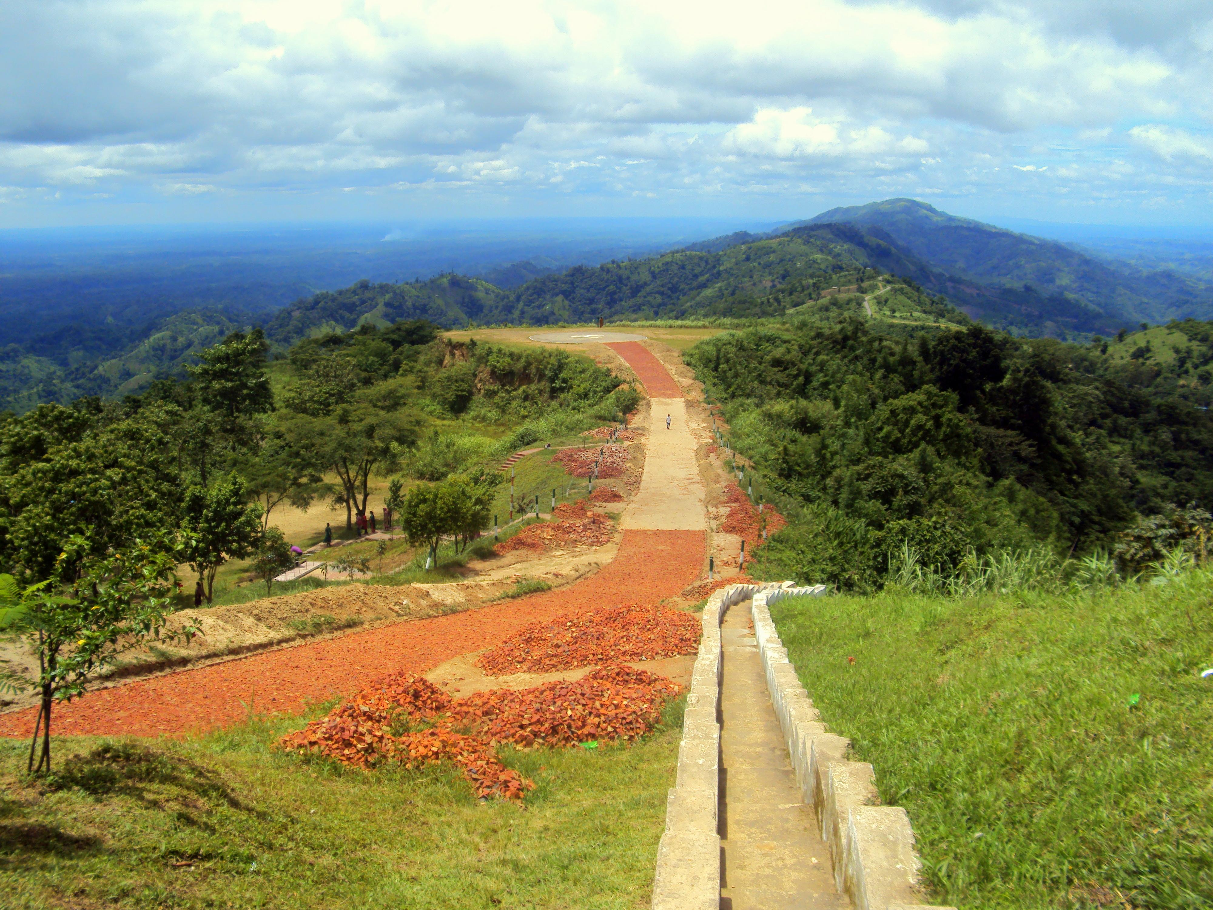 File:Nilgiri, Bandarban.JPG - Wikimedia Commons