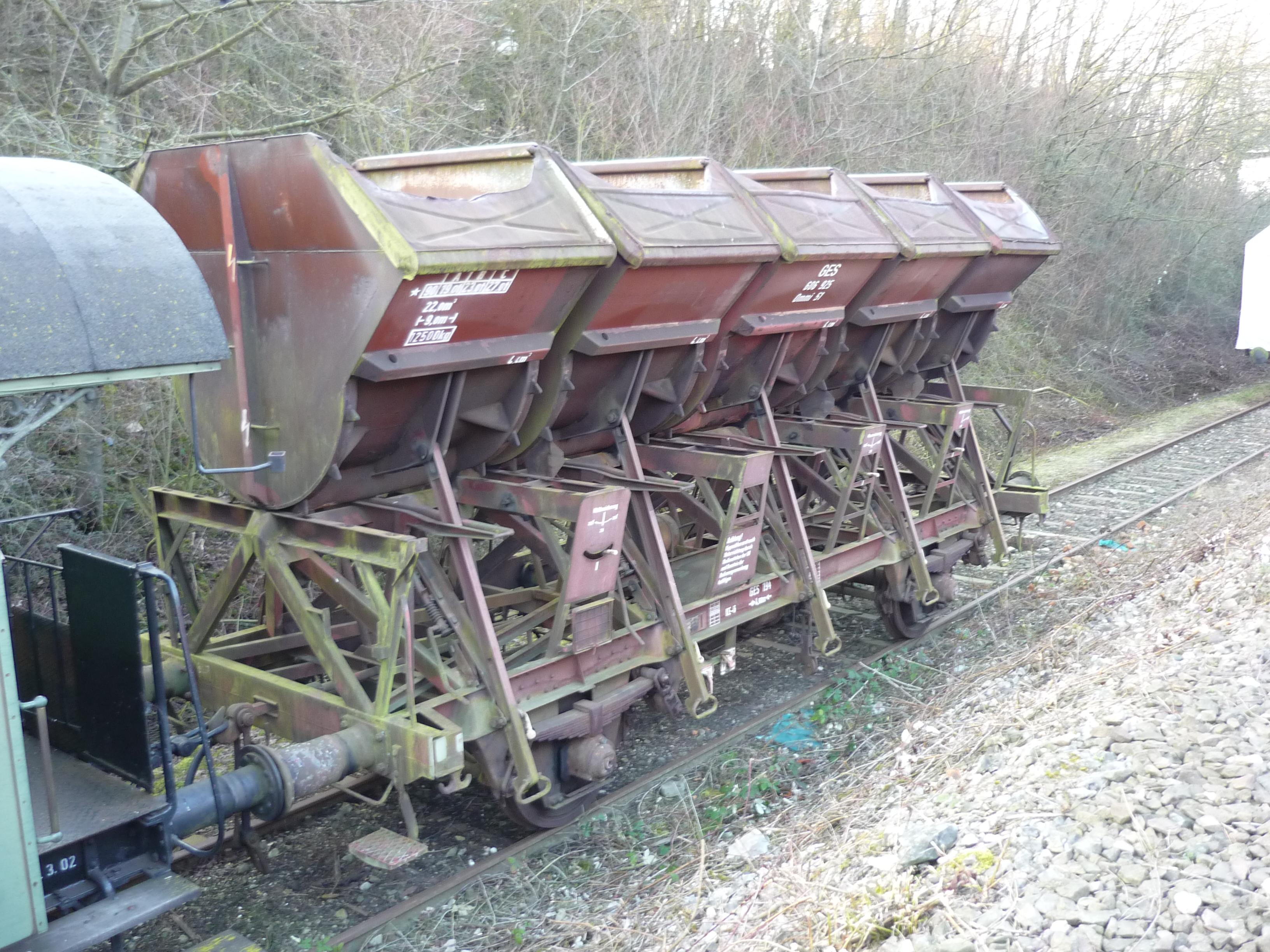 Güterwagenausbesserung / Public domain