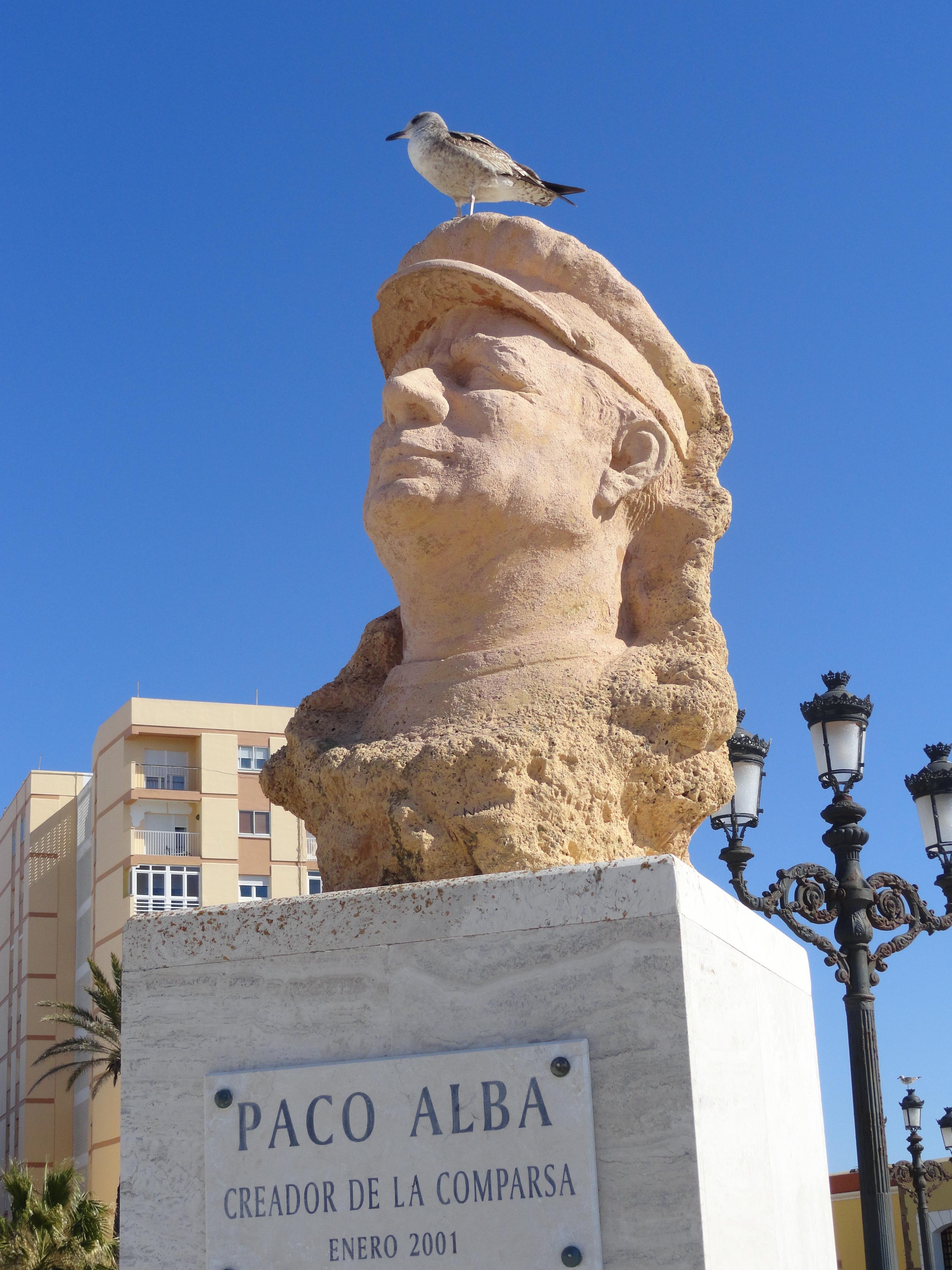 Busto de Paco Alba en La Caleta.