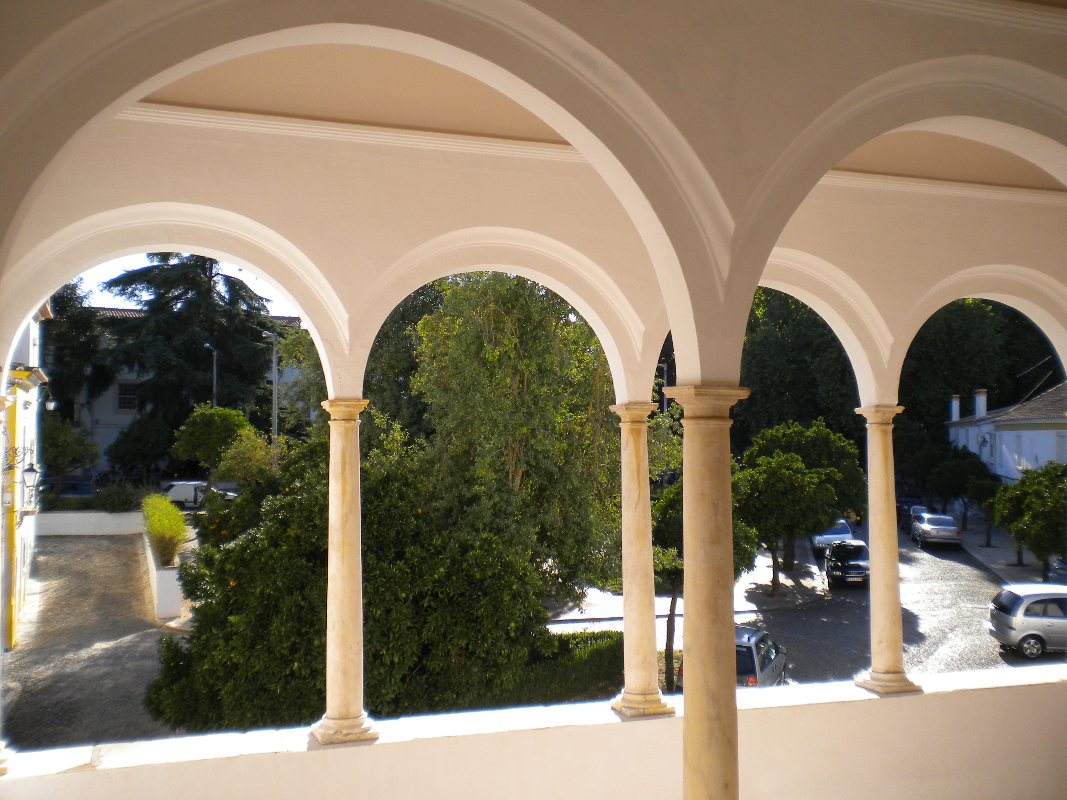 File palacio matos azambuja ou casa dos arcos vv jpg wikimedia commons - Hostel casa dos arcos ...