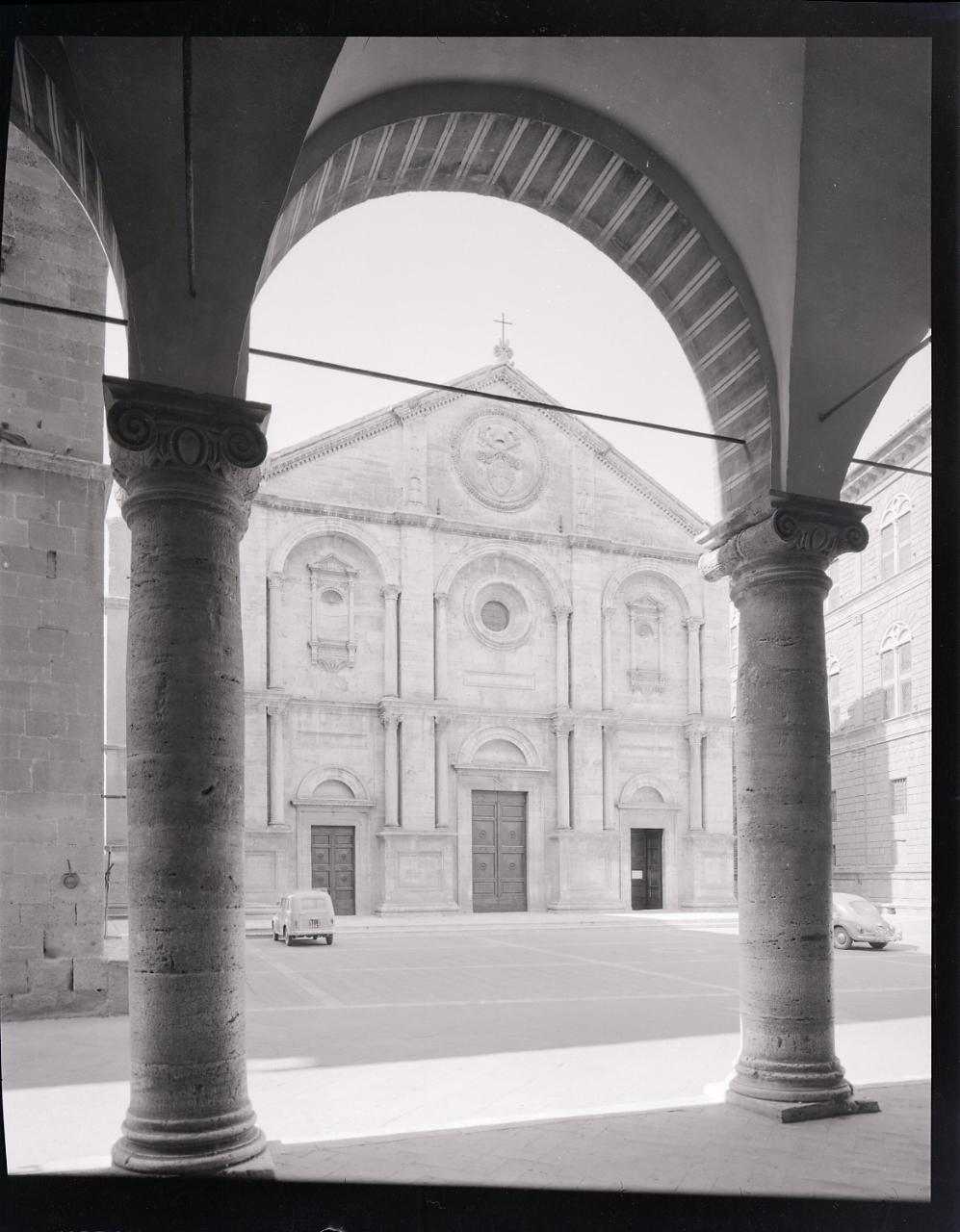File paolo monti servizio fotografico pienza 1965 for Materiale fotografico milano