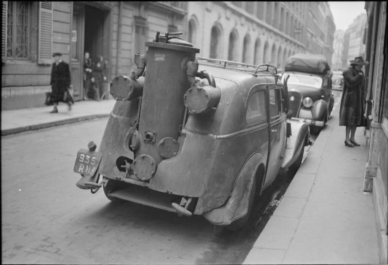 Rear View Camera >> File:Parisian Traffic, Spring 1945- Everyday Life in Paris, France, 1945 D24163.jpg - Wikimedia ...