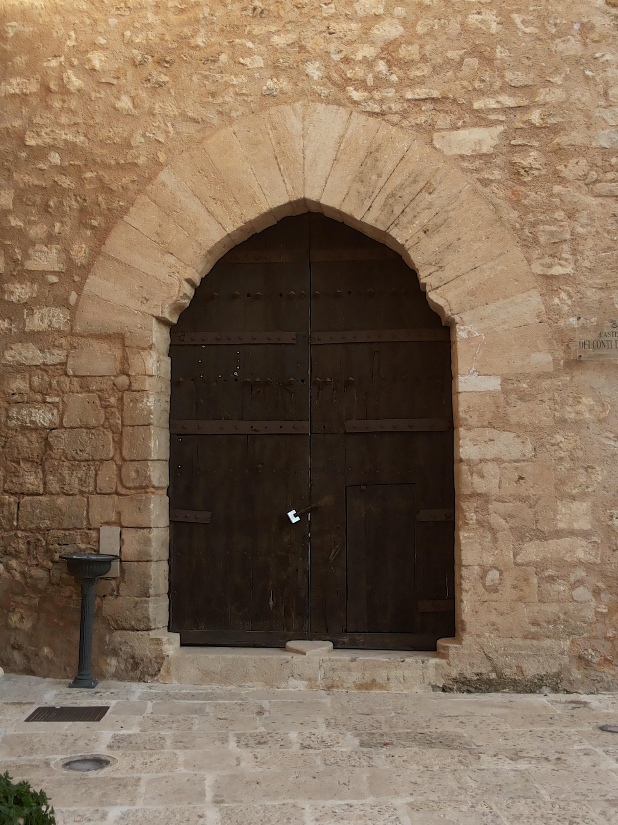 Molto File:Portone di ingresso del castello di Alcamo.jpg - Wikimedia  GK64