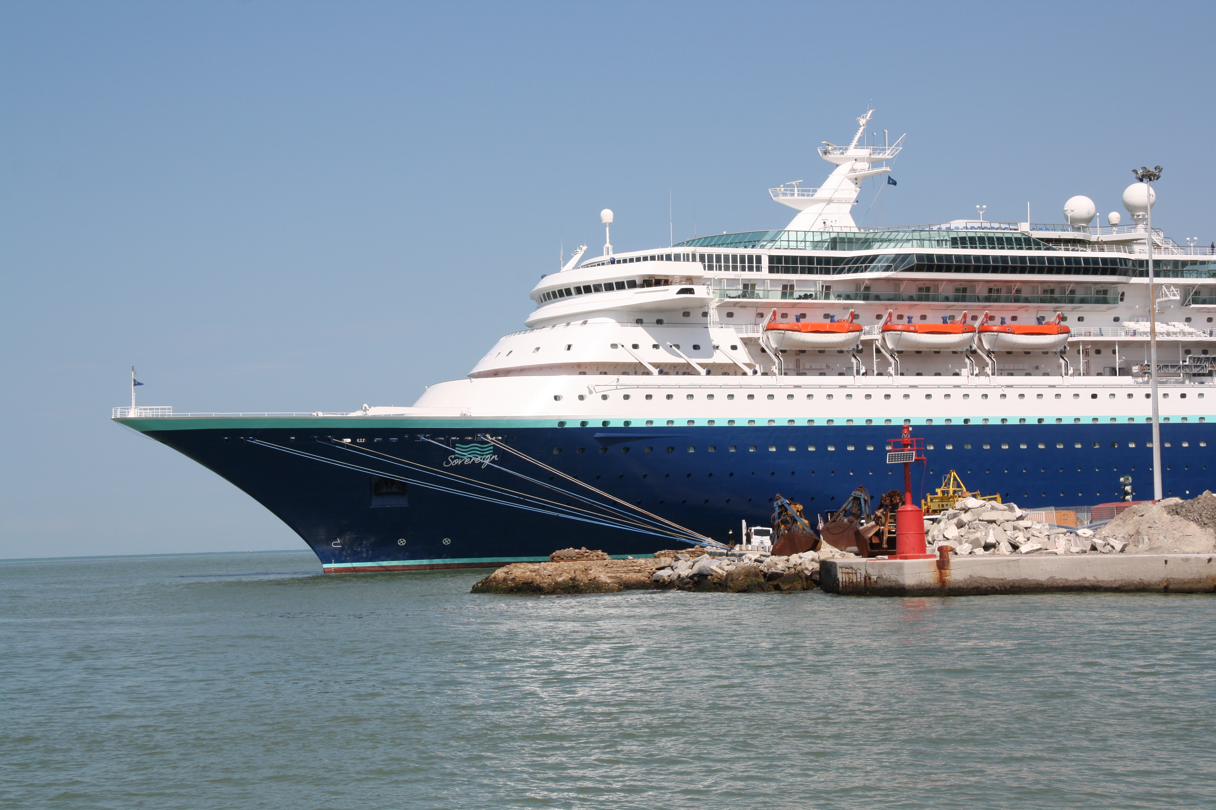 File Pullmantur Cruises Sovereign 03 Jpg Wikimedia Commons