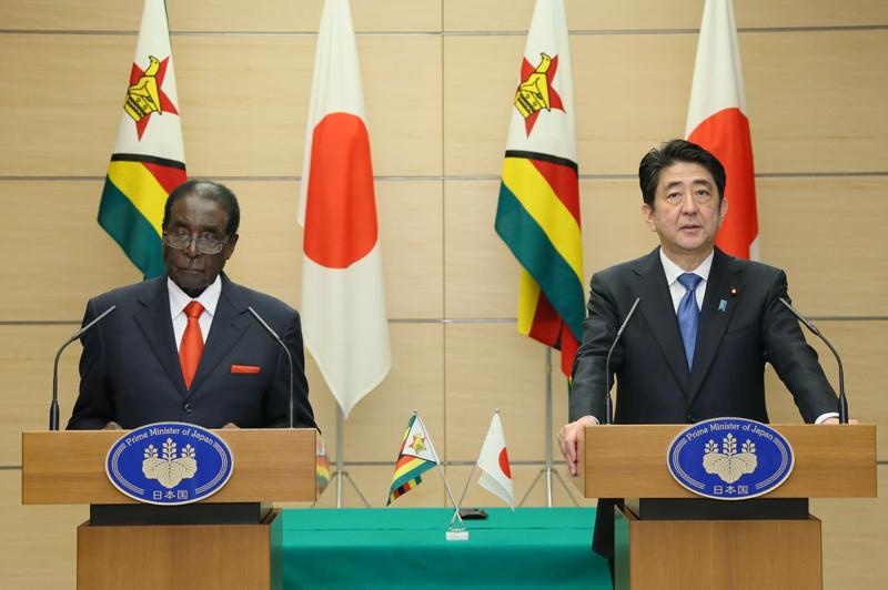 Robert Mugabe and Shinzo Abe 20160328 6