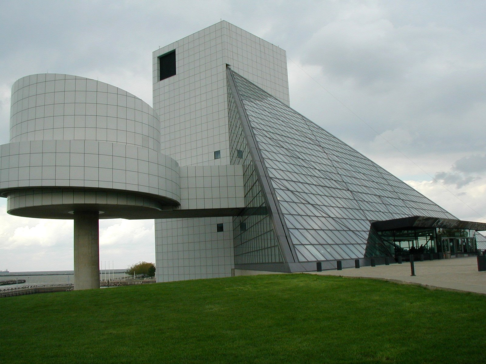 File:Rock and Roll Hall of Fame 2003-2.jpg - Wikimedia Commons