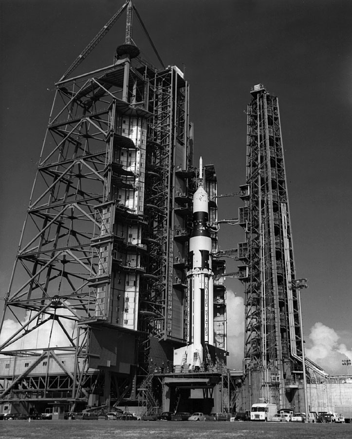 """Сатурн-1Б готовится стартовать с """"чистого поля"""", по версии маскоботов, конечно же."""