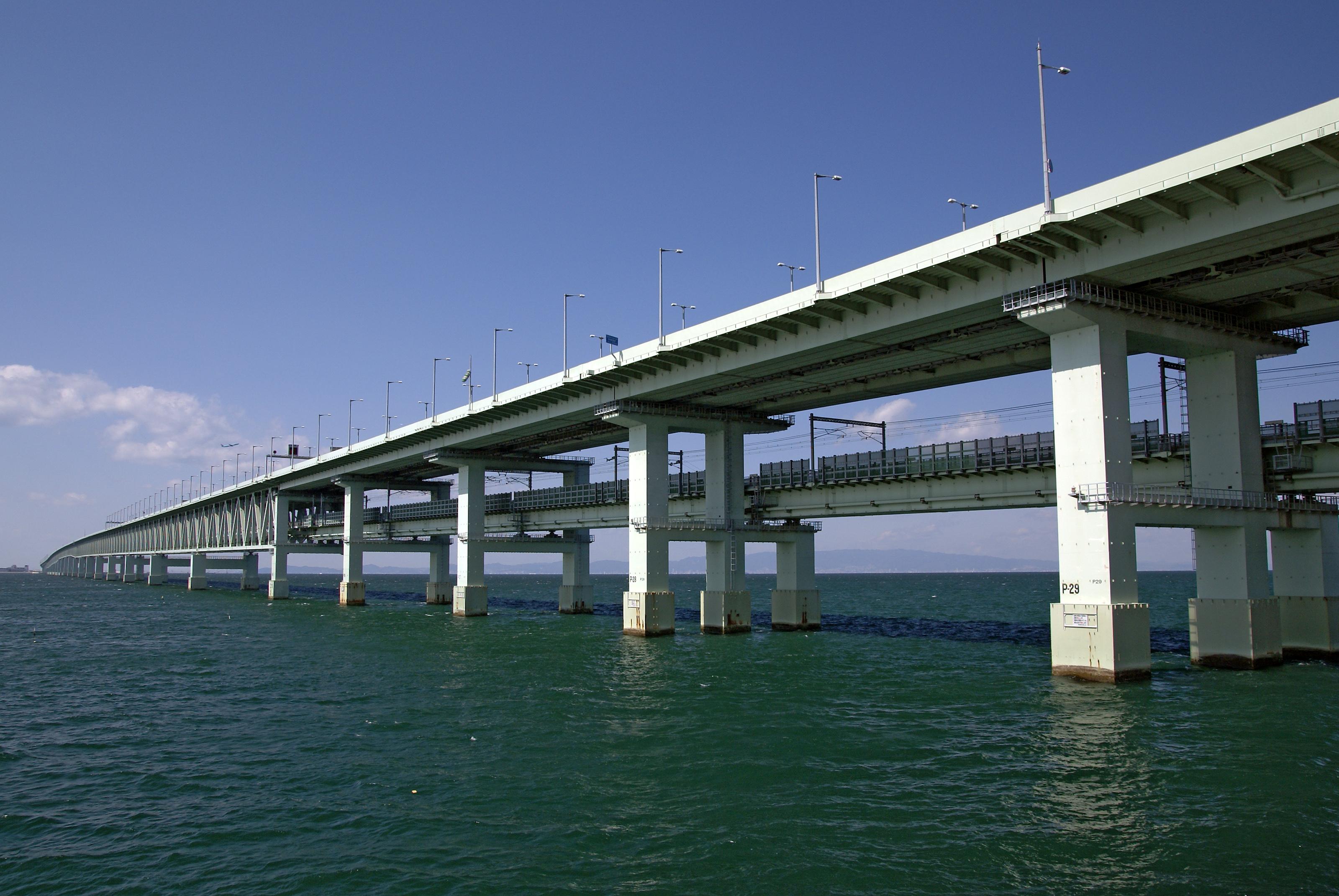 File:Sky gate bridge01s3200.jpg - Wikimedia Commons