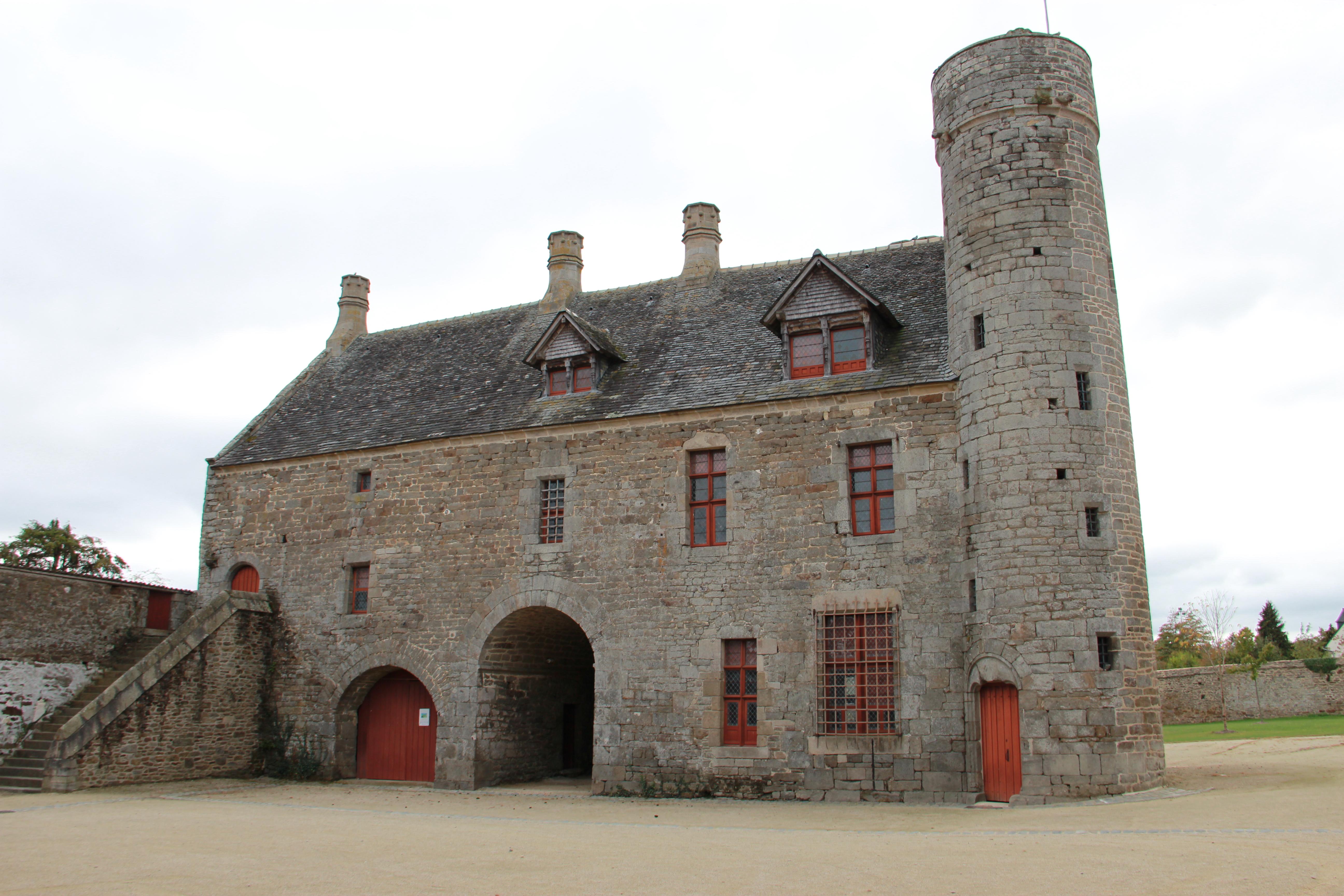 Taden France  city photo : Taden . Le manoir de la Grand'Cour Wikimedia Commons