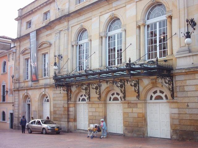 Archivo:TeatroColon.jpg