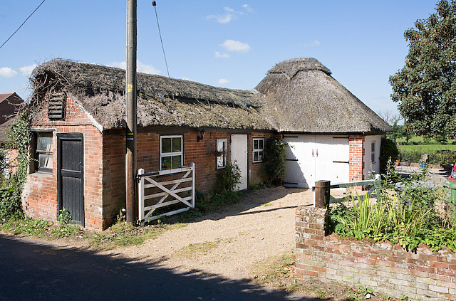 File:Thatched barn at Paradise Cottage, Upham Street - geograph.org.uk - 552829.jpg