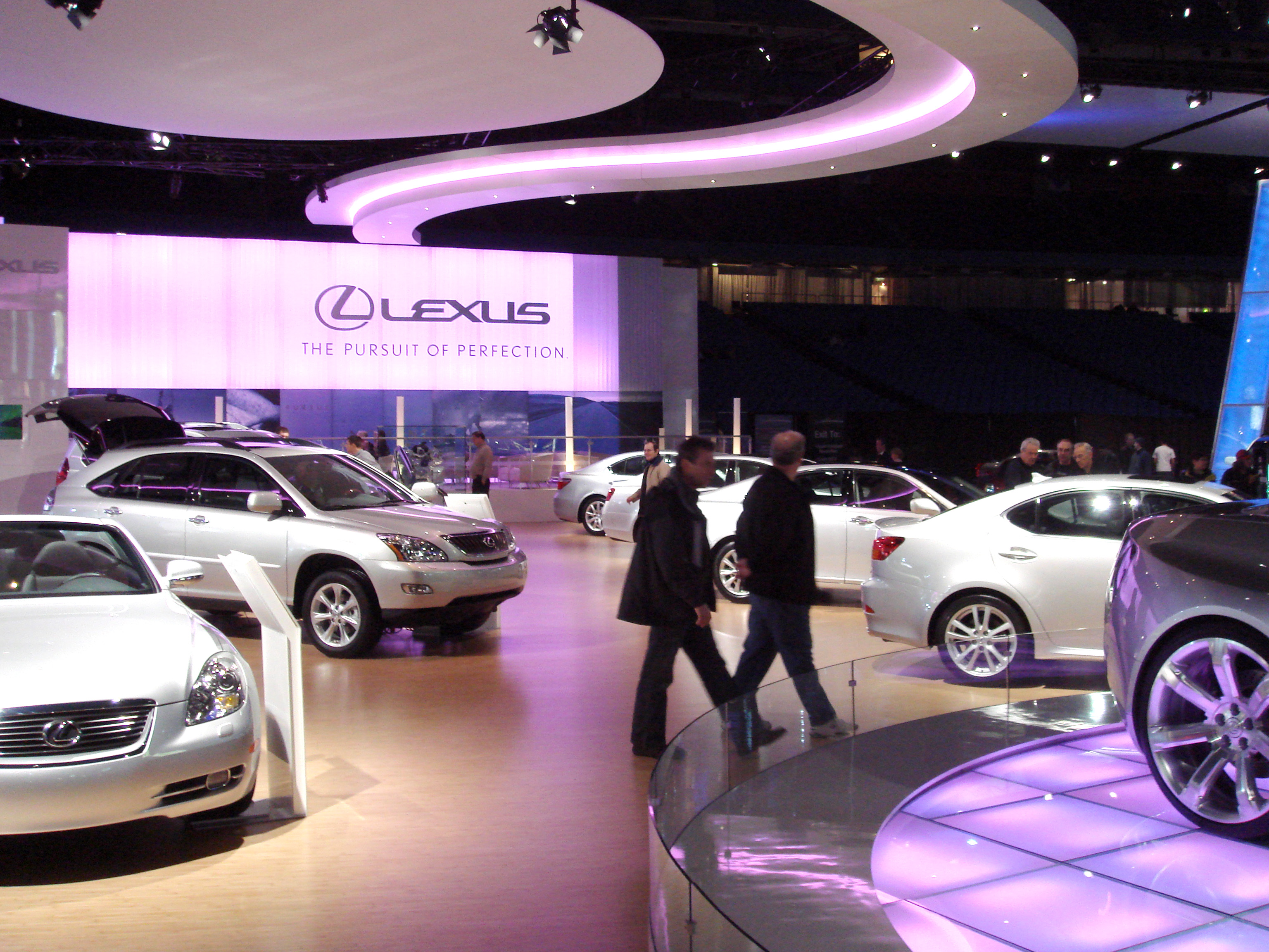 FileToronto Lexus Autoshow Displayjpg Wikimedia Commons - Lexus dealership toronto