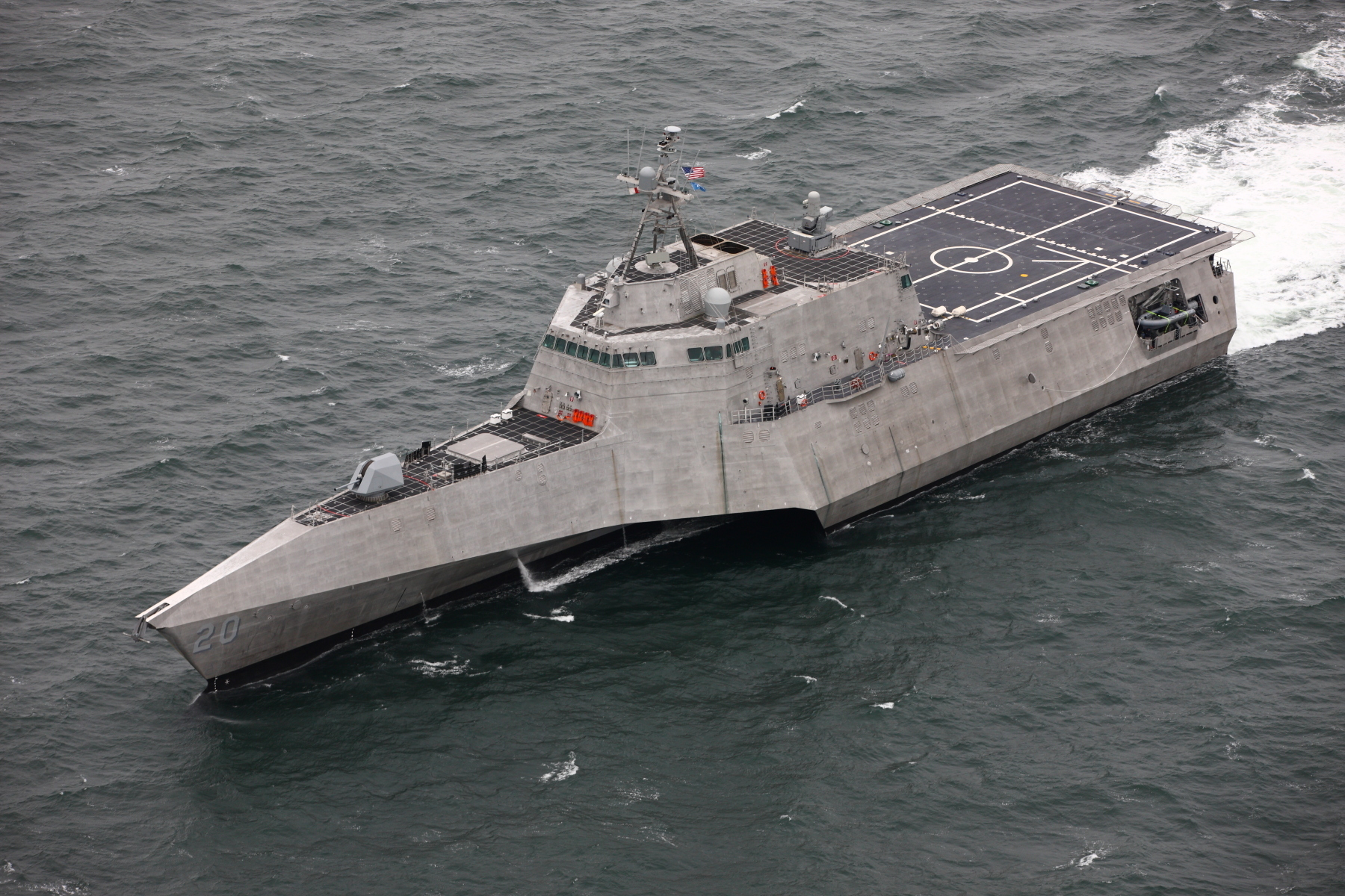 https://upload.wikimedia.org/wikipedia/commons/2/2f/USS_Cincinnati_%28LCS-20%29_underway_in_the_Gulf_of_Mexico%2C_in_2019_%28190210-N-NC292-1000%29.JPG