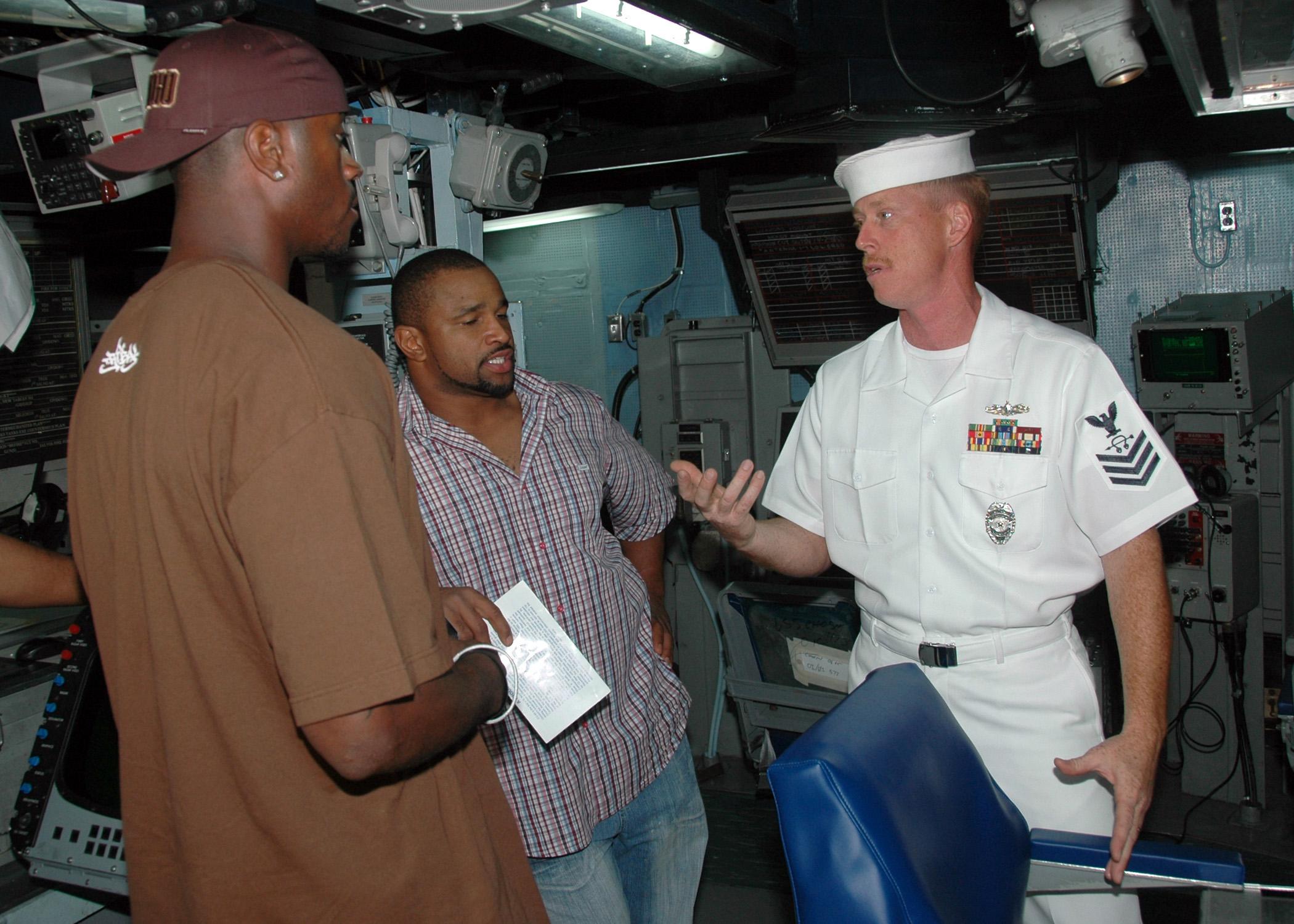 File Us Navy 080203 N 7310d 004 Sonar Technician Surface