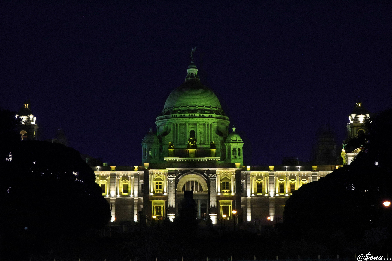 Victoria Memorial at night ...