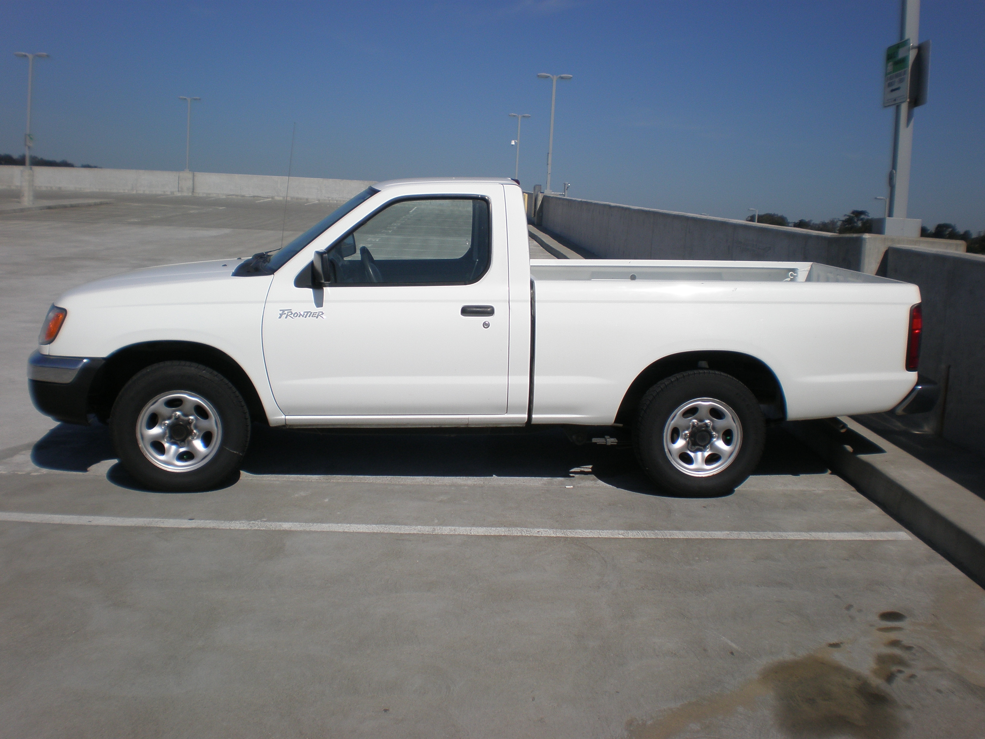 File:1st gen white Nissan Frontier side.JPG - Wikimedia Commons