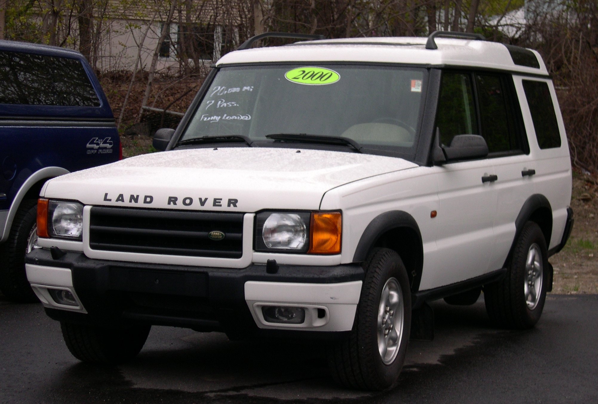 File:2000 Land Rover Discovery white.jpg - Wikimedia Commons