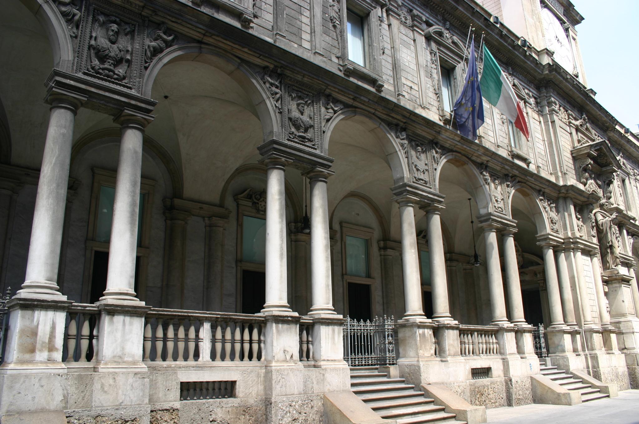 Bestand 5056 milano palazzo dei giureconsulti foto for Palazzo 24