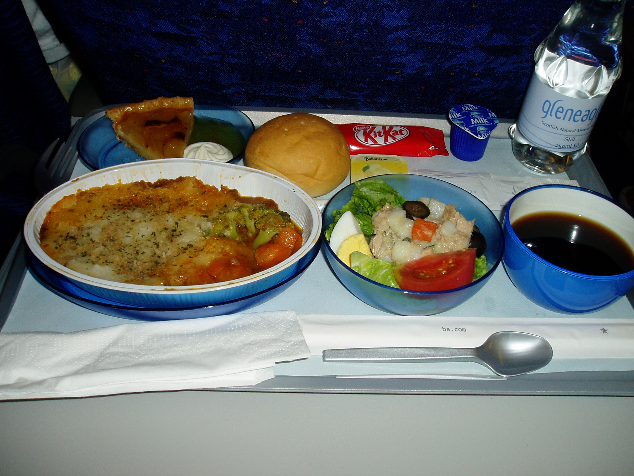 File:A Meal In Planes Of British Airways.jpg - Wikimedia Commons