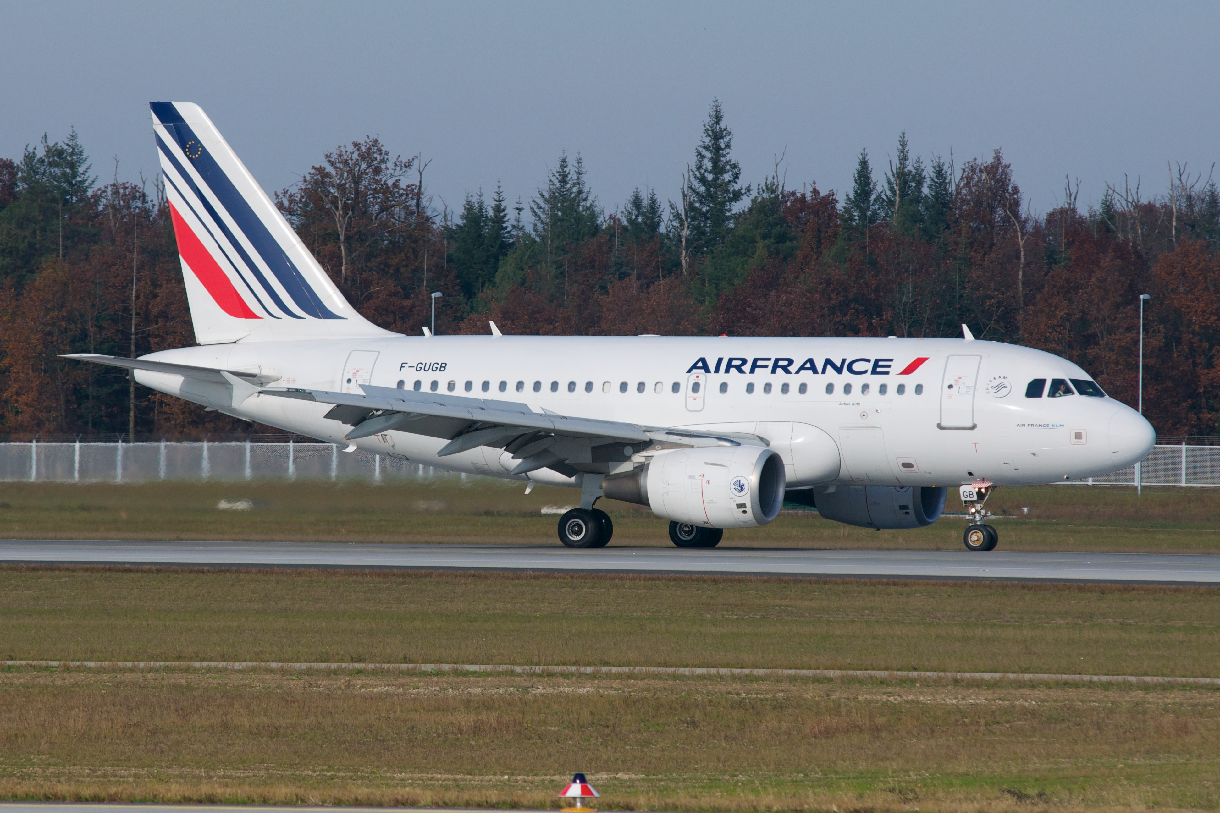 File:Air France Airbus A318 F-GUGB.jpg - Wikimedia Commons