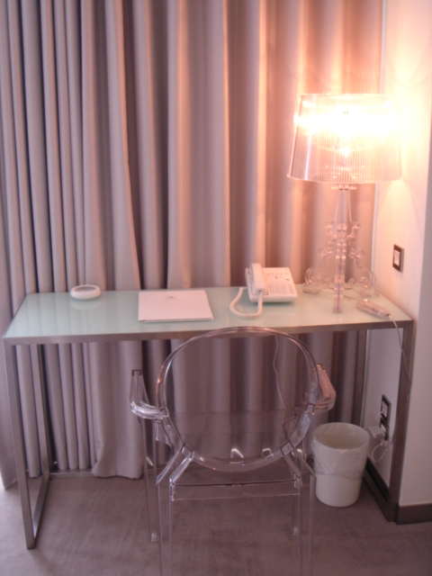 File:Ambience Hotel Taipei Deluxe room - philippe starck \'louis ...