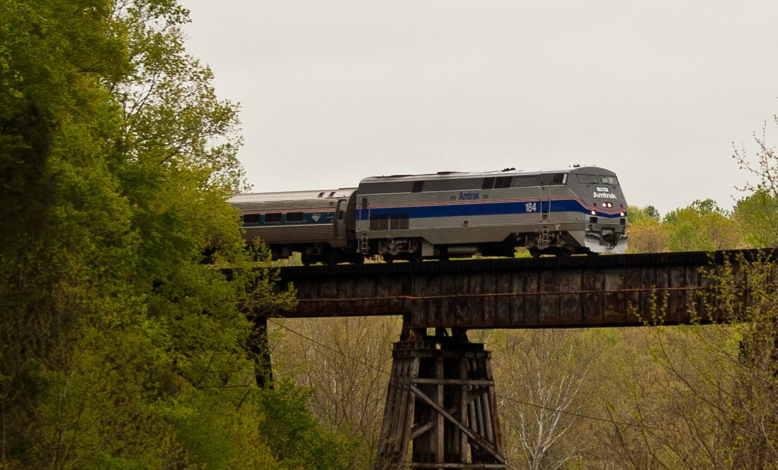 File:Amtrak Engine 184 on Northeast Regional.jpg - Wikimedia Commons