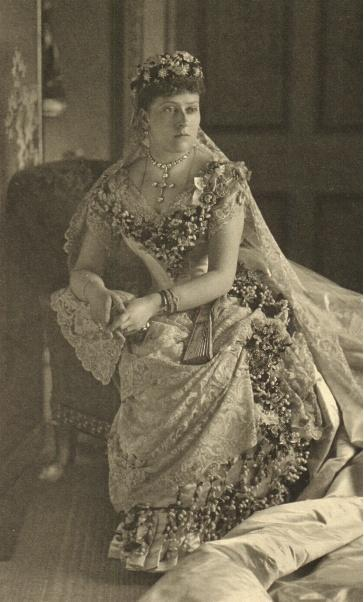 File Beatrice In Wedding Dress Jpg Wikimedia Commons