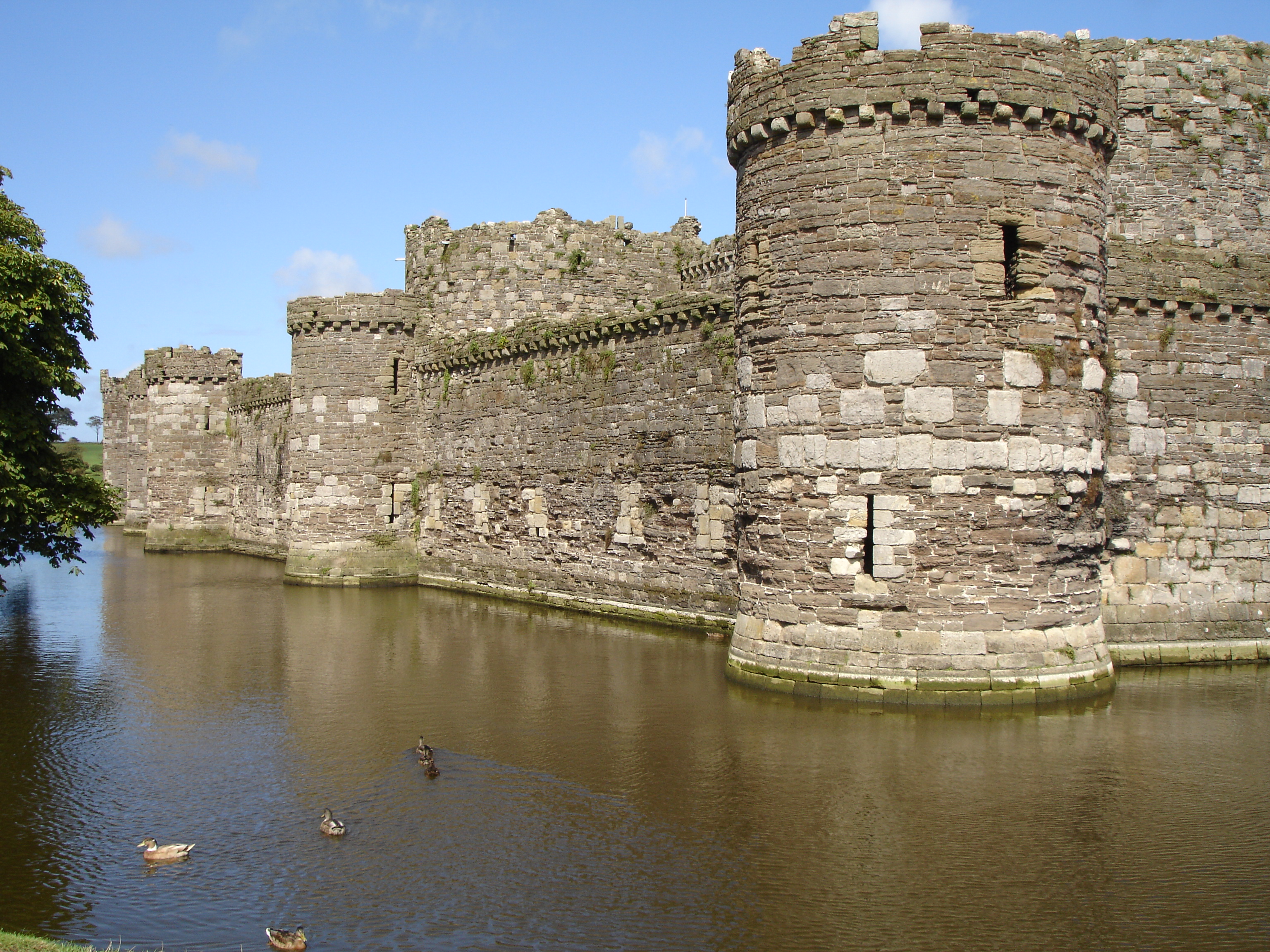 File Beaumaris Circular Towers And Moat Wikipedia