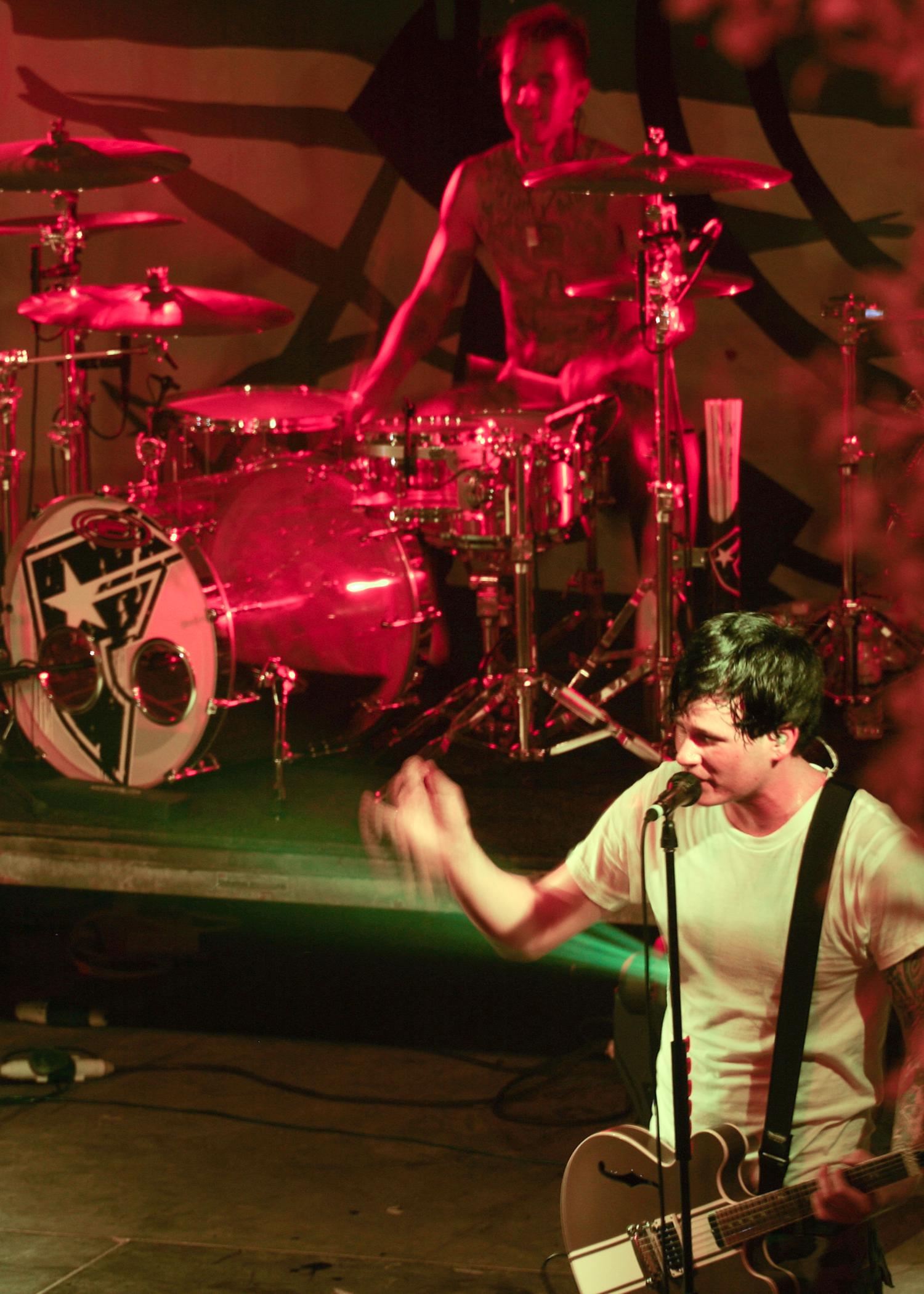 Lagu blink-182 - family reunion / mark hoppus drum-solo live @ reading 2014 mp3