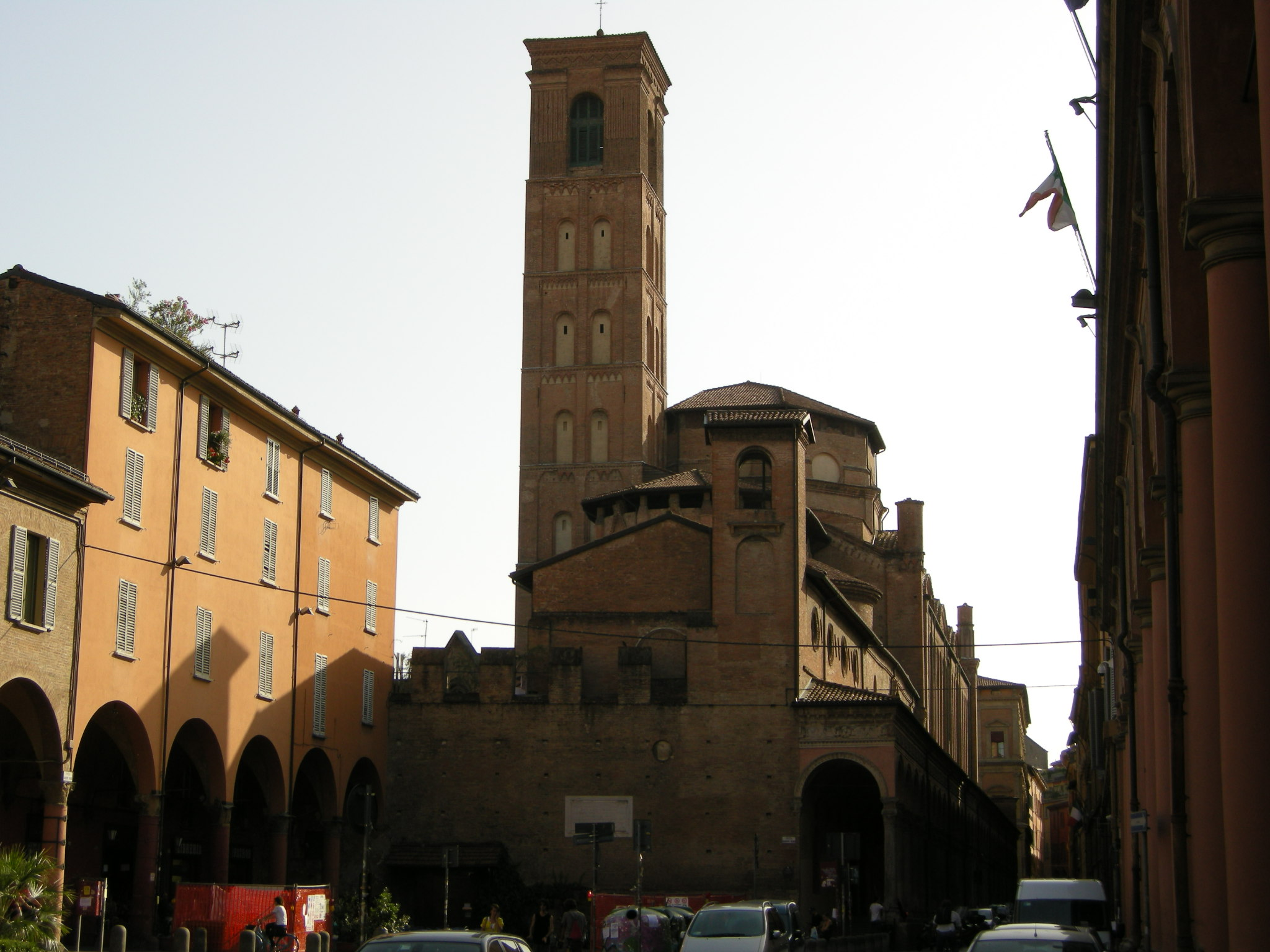 https://upload.wikimedia.org/wikipedia/commons/3/30/Bologna%2C_san_giacomo_maggiore%2C_retro.JPG