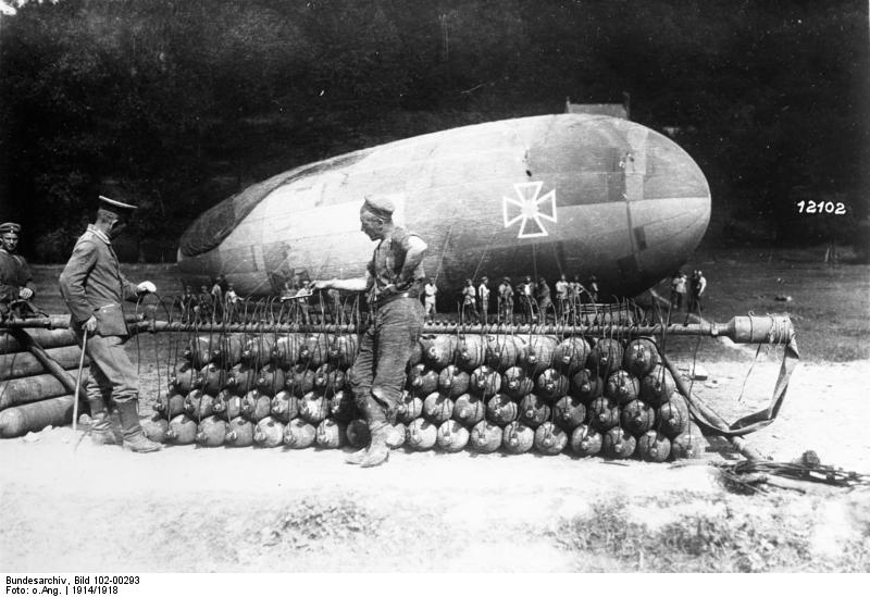 Bundesarchiv_Bild_102-00293%2C_Westront%2C_Bef%C3%BCllen_eines_Fesselballons