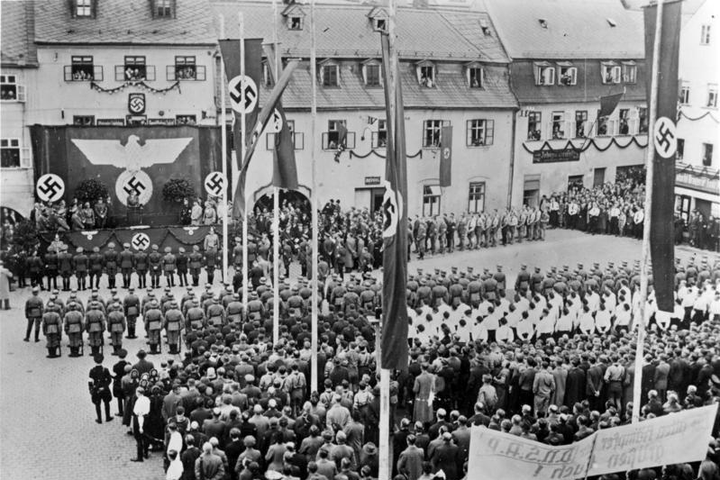 https://upload.wikimedia.org/wikipedia/commons/3/30/Bundesarchiv_Bild_121-0025%2C_Sudetenland%2C_Eger%2C_Besuch_Wilhelm_Frick.jpg