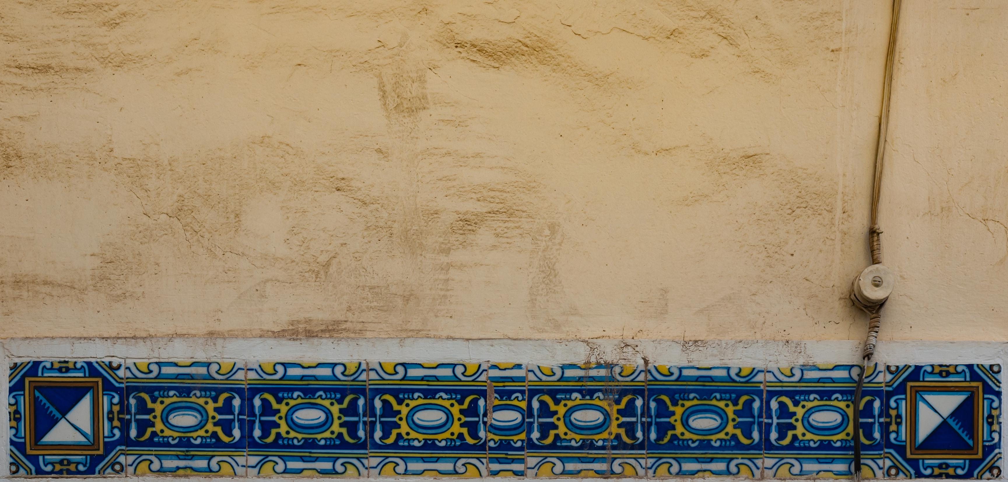 File:Córdoba Spain Decorative-tiles-in-Calle-San Fernando-01.jpg ...