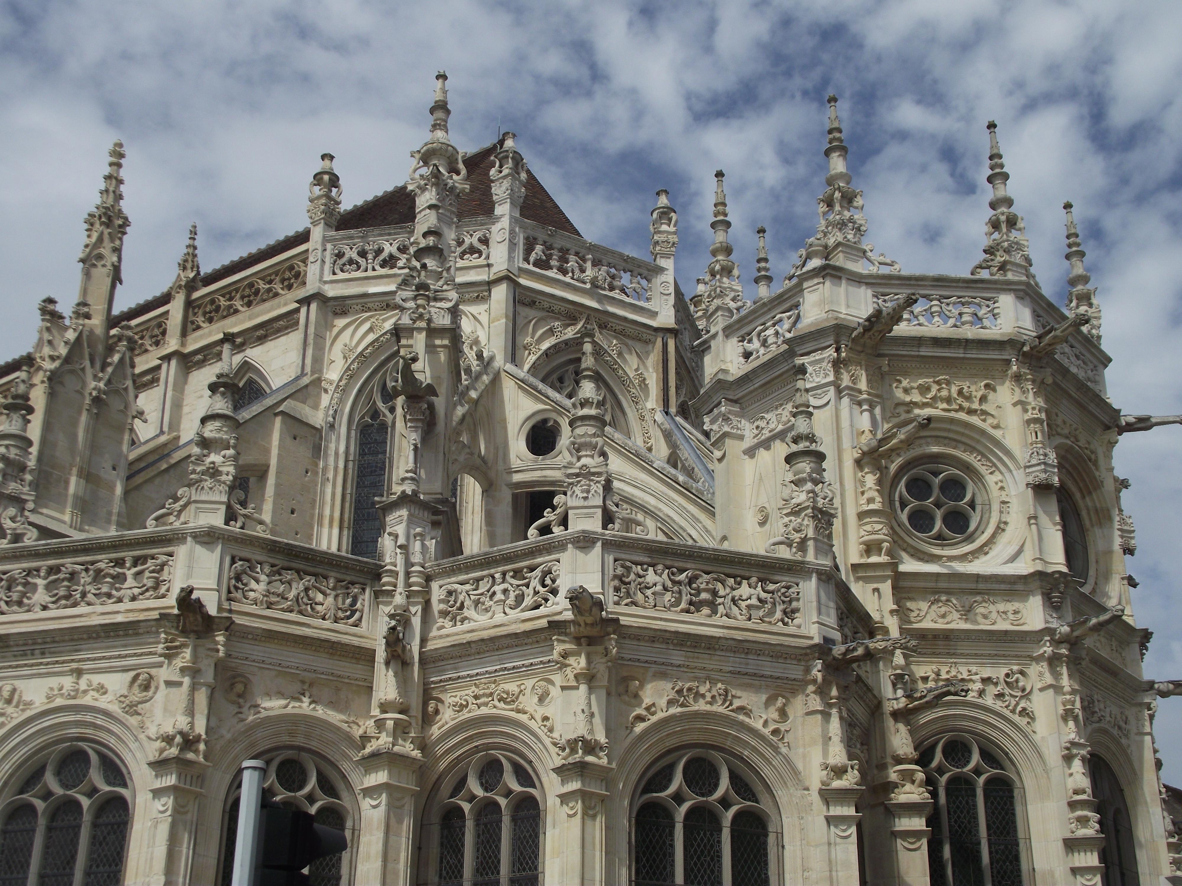 File:Caen, Église Saint-Pierre, Chevet 02.jpg