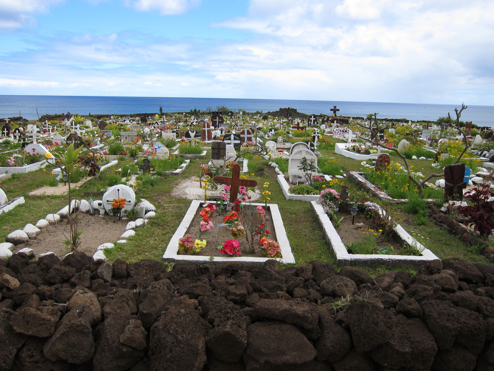 File Cemetery North Of Hanga Roa Jpg Wikimedia Commons