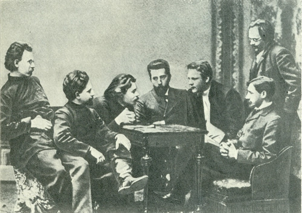 Chaliapin F. (Шаляпин Ф. И.) 1902 with group.jpg