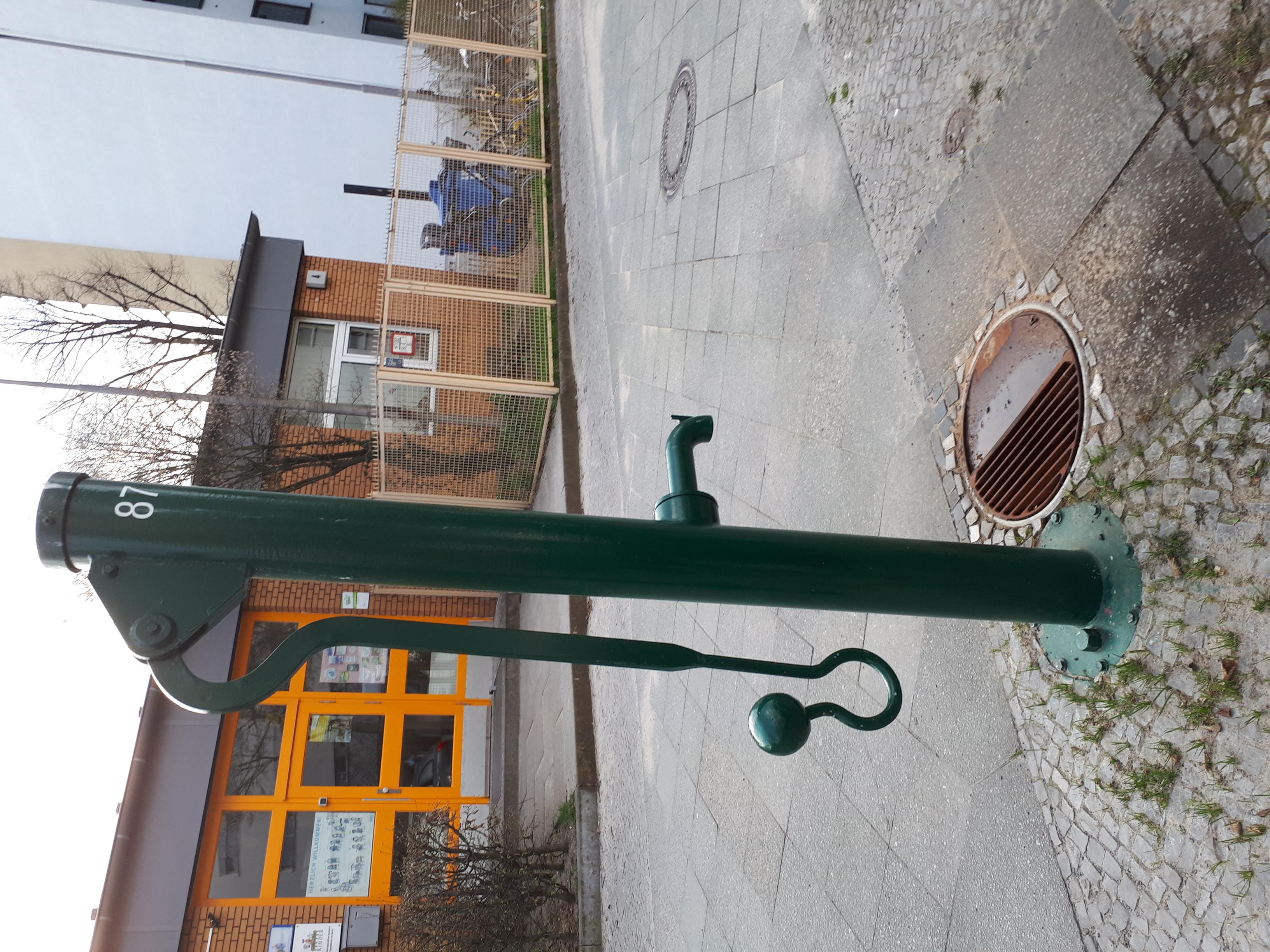 Datei Charlottenburg Kuno Fischer Strasse Wasserpumpe Jpg Wikipedia