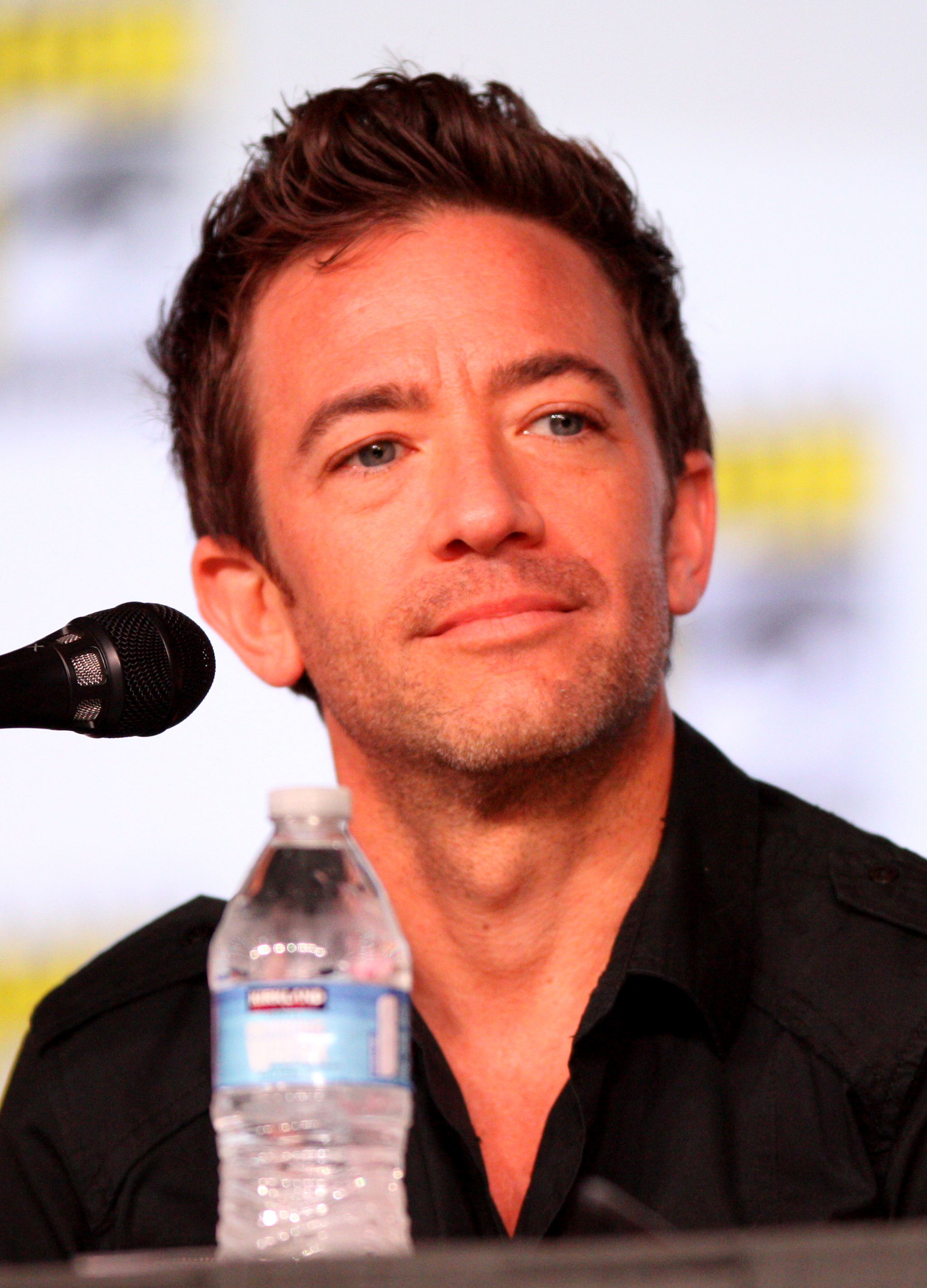 The 43-year old son of father Roger Faustino and mother Kay Freeman, 160 cm tall David Faustino in 2018 photo