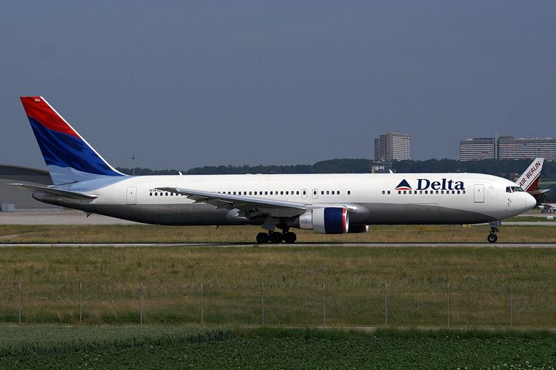 a Delta Boeing 767-300er at
