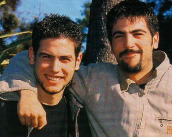 José (izquierda) acompañado de su hermano.