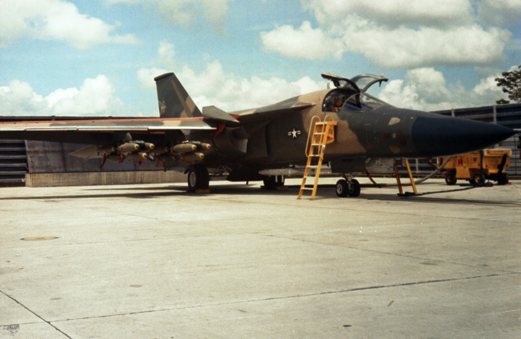 File:F-111A 428th TFS bombed up at Takhli RTAFB 1968.jpg