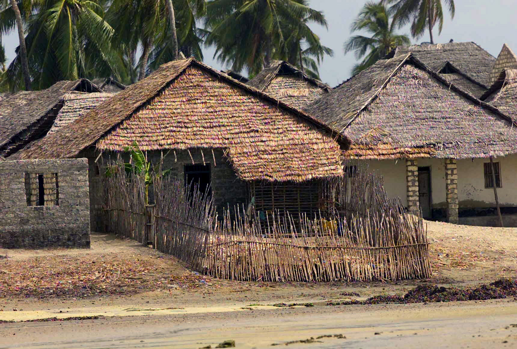 File faza in kenya 39 s coast province jpeg wikimedia commons for Kinds of houses pictures