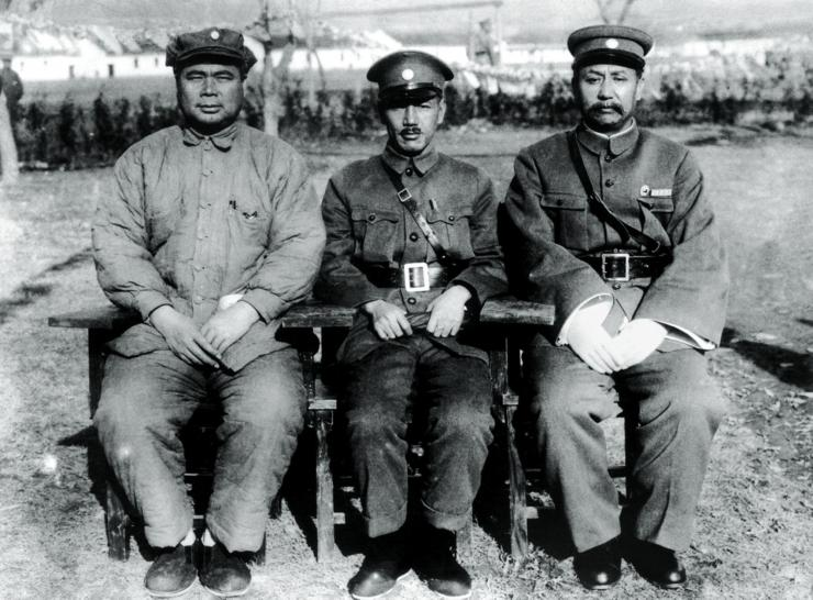 the warlords Feng Yuxiang and Yan Xishan with Chiang Kaishek before the outbreak of the Central Plains War