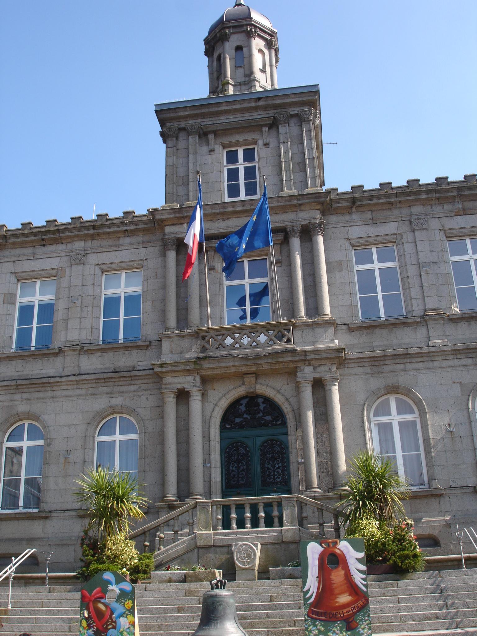 Villedieu-les-Poeles France  city photos : France Manche Villedieu les Poêles mairie Wikimedia ...