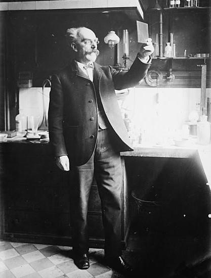 https://commons.wikimedia.org/wiki/File%3AGabriel_Lippmann_1908.jpg