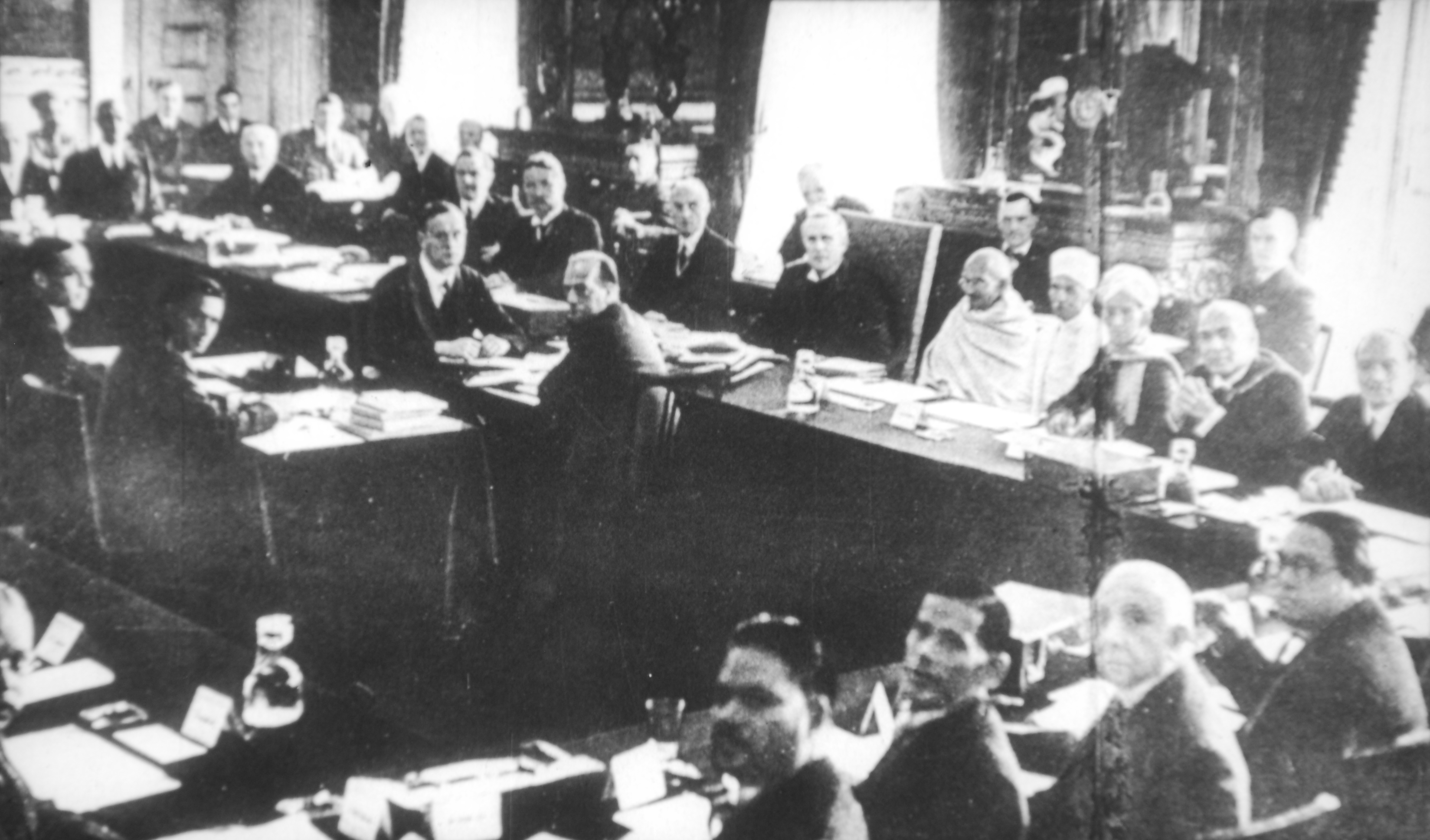 Picture of: File Gandhi At The Round Table Conference Jpg Wikimedia Commons